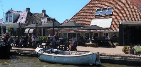 Omke Jan terras aan het water